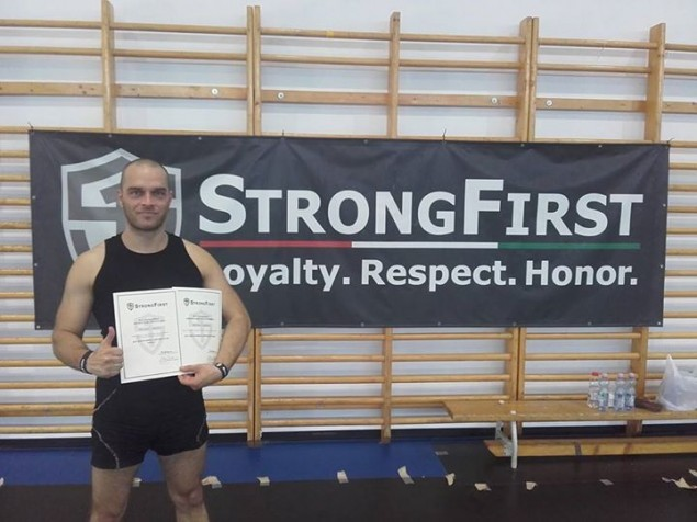 """Váš """"Môj osobný tréner"""" dnes úspešne ukončil SFG1 kettlebell instruktor certifikáciu organizácie Strong First."""