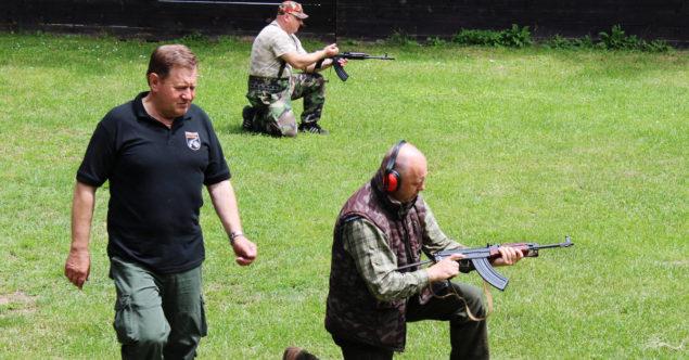 Stretnutie členov Streleckého klubu PATRIOT na strelnici Blatiny
